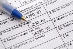 Forme du jour W2 d'impôts Photographie stock