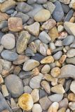 Forme e modelli astratti: Ciottoli di pietra sulla spiaggia: Ritratto O Fotografia Stock
