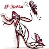 Forme el ejemplo con sandalias femeninas elegantes con el tacón alto Imagen de archivo