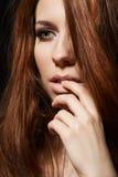 Forme el estilo, igualando maquillaje ahumado, peinado Foto de archivo libre de regalías