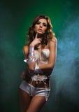 Forme el lanzamiento de una mujer joven en ropa interior atractiva Imagen de archivo