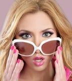 Forme el maquillaje del color de rosa de la muchacha del blode del estilo de la muñeca del barbie Fotografía de archivo libre de regalías
