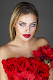 Forme el retrato de la hembra rubia sensual con estilo de pelo Fotografía de archivo