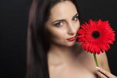 Forme el retrato de la mujer de la belleza Cara hermosa de la muchacha con la piel suave lisa perfecta y el maquillaje profesiona Fotos de archivo libres de regalías