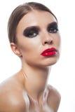 Forme el retrato de la voga de una mujer hermosa con la cara de la belleza Foto de archivo libre de regalías