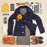 Forme el sistema elegante de ropa y de accesorios para la caída Fotos de archivo