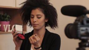 Forme el vídeo del explicador DIY del estilista con el dslr y gunmic metrajes