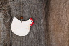 Forme en bois D de poulet de pays de cuisine blanche bienvenue drôle de cottage Images libres de droits