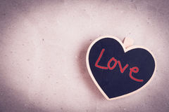 Forme en bois de coeur avec des mots Images stock