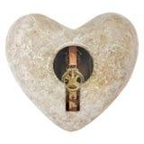 Forme en pierre de coeur avec un trou de la serrure d'isolement sur le blanc Image stock