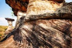 Forme et couches fantastiques en grès de roche de champignon photographie stock libre de droits