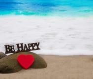 Forme et lettres de coeur sur la plage Photos stock