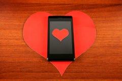 Forme et téléphone portable de coeur Photos stock