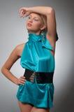 Forme a foto de uma mulher no vestido ciano curto Imagem de Stock Royalty Free