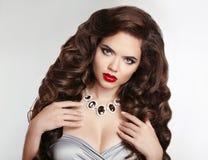 Forme la foto de la muchacha del estudio de la mujer sensual magnífica con wa largo Foto de archivo libre de regalías
