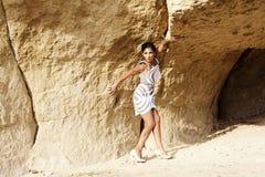 La muchacha en la cueva Fotos de archivo libres de regalías