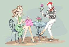 Forme a la muchacha que se sienta en café y feliz con sus compras de París Foto de archivo