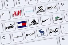 Forme las marcas de la ropa como Adidas, puma, Nike, Primark, Abercro Imagen de archivo libre de regalías