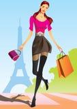 Forme a las muchachas de compras con el bolso de compras en París Imagen de archivo