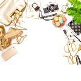 Forme los medios femeninos puestos plano del social de los zapatos del bolso de los accesorios Fotografía de archivo libre de regalías