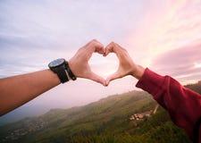 forme Main-conçue de coeur avec bel amour Image libre de droits