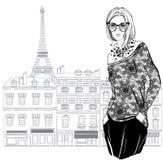 Forme a modelo de la mujer con las gafas de sol en fondo de la ciudad de París stock de ilustración