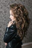 Forme a mulher a cara modelo com composição brilhante do encanto Foto de Stock
