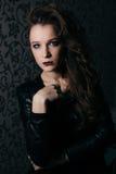 Forme a mulher a cara modelo com composição brilhante do encanto Imagens de Stock