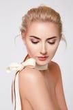 Forme naturelle de corps nu de maquillage de belle femme blonde Images stock