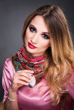 Forme o retrato da arte da mulher loura bonita com cabelo encaracolado, s Imagem de Stock Royalty Free