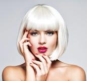 Forme o retrato de uma cara bonita do ` s da menina com profissional foto de stock royalty free