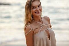 Forme o retrato de uma menina no mar Foto de Stock Royalty Free
