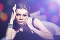 Forme o retrato de uma mulher bonita com compo Fotografia de Stock Royalty Free