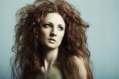Forme o retrato de uma mulher bonita nova imagem de stock royalty free