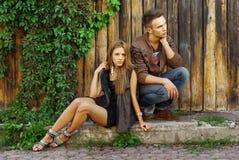 Forme o tiro de um menino e de uma menina na moda Fotos de Stock
