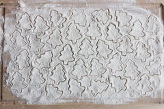 forme para cookies na farinha Fotografia de Stock