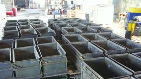 Forme para la fabricación de bloques de cemento, cierre para arriba almacen de metraje de vídeo