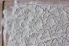 forme para las galletas en la harina Fotografía de archivo libre de regalías