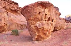 Forme peu commune de grand et haut grès Images stock