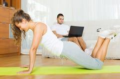 Forme physique de pratique de fille Images stock