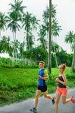Forme physique Fonctionnement sportif convenable de couples Turbines courant sports H images libres de droits