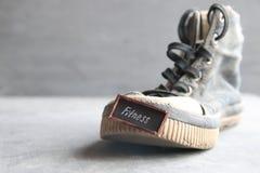 Forme physique - idée créative, texte sur des espadrilles Photo libre de droits