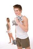 Forme physique - jeune ajouter sain aux poids Image stock