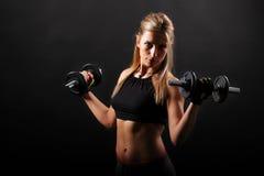 Forme physique, poids de levage de fille Photo stock