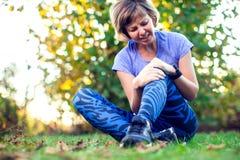 Forme physique, sport, exercice et concept sain de mode de vie - jeune photo stock
