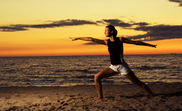 Forme physique sur la plage. Photo stock