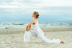 Forme physique sur la plage. Images stock