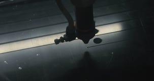 Forme preparanti e taglienti a macchina con il laser Strumento moderno nell'industria pesante Tagli robot industriali della tagli archivi video