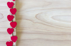 Forme rouge de cerf sur le fond en bois de jour de valentines Photos libres de droits