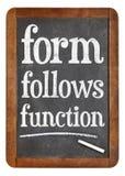 Forme segue o princípio de projeto da função no quadro-negro Fotografia de Stock Royalty Free